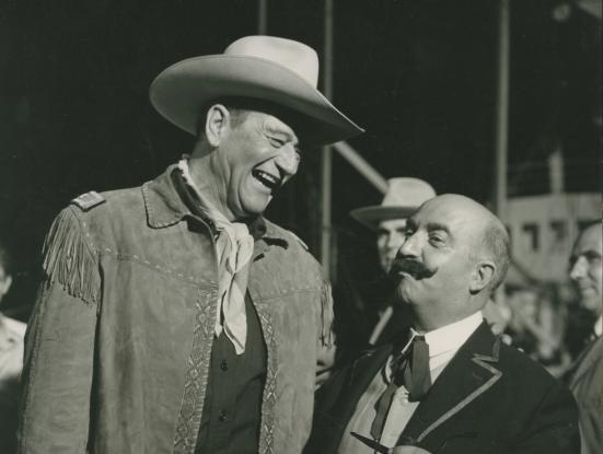 Rodatge d'El fabulós món del circ (Henry Hathaway, 1964) amb John Wayne i Claudi Gómez Grau. Fons Gómez Grau.